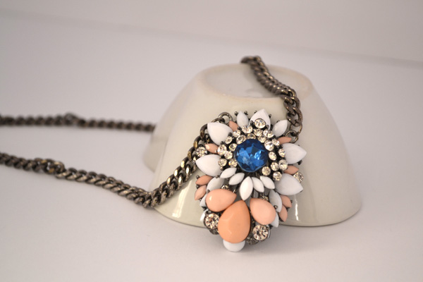 NB6-hanging-statemnet-flower-necklace