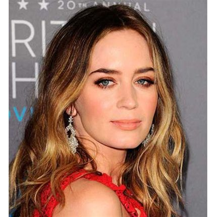 Red carpet hair, how to get textured waves, wavy hair how to, best way to get wavy hair, easy way for wavy hair style, textured wavy hair, viviscial hair, flow hair care line, flow beauty, red carpet hair styles, Rachel mcadams hair style, how to get Rachel mcadams hair, Emily blunt hair style, how to achieve Emily blunts wavy hair